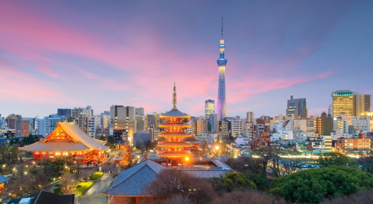 View of Tokyo skyline at sunset iStock Foto f11photo